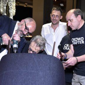 Stefano Micelli attacca il piedino in ottone anticato