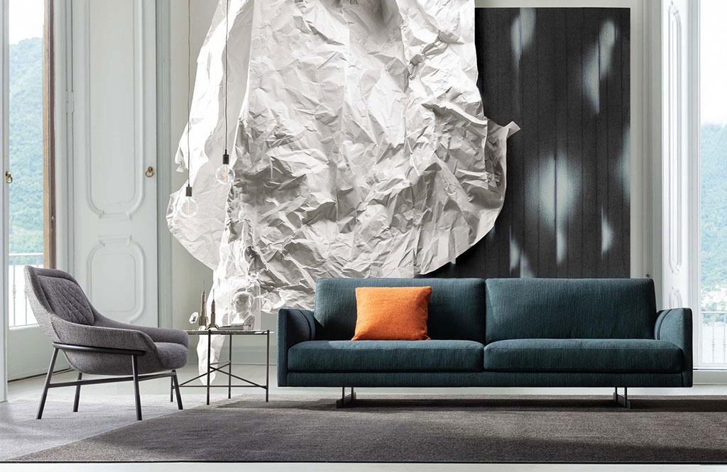 Das Sofa Dee Dee von BertO ist der Protagonist der Dezember-Ausgabe von Living Corriere della Sera. Finden Sie heraus, wie Sie Ihr Zuhause mit BertO-Stil dekorieren können.