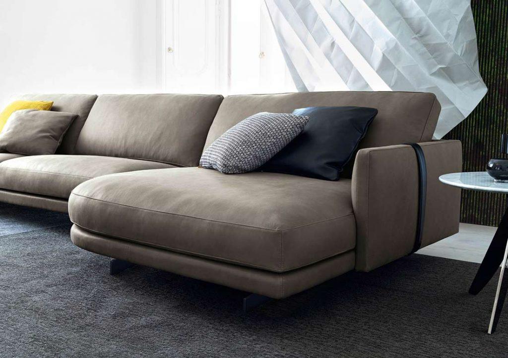 Dee Dee-Sofa mit Halbinsel und schwarzem Riemen