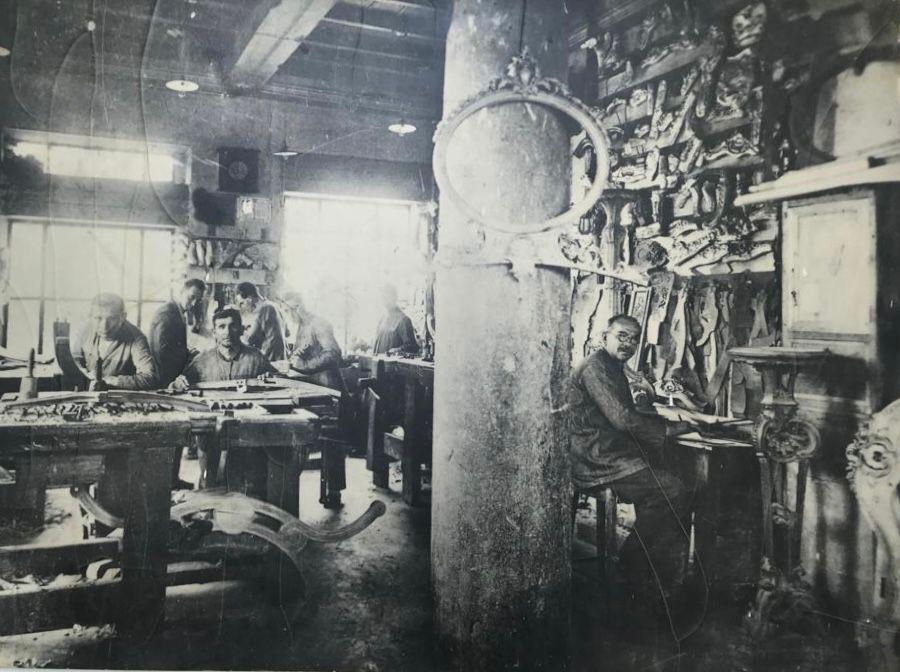 Die historische Boga-Werkstatt, Goldmedaille für Schnitzerei