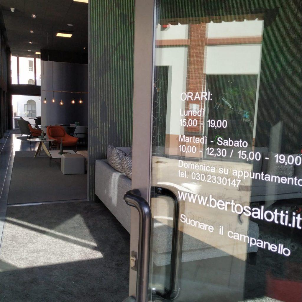 Eingang zum BertO Salotti Ausstellungsraum in Brescia