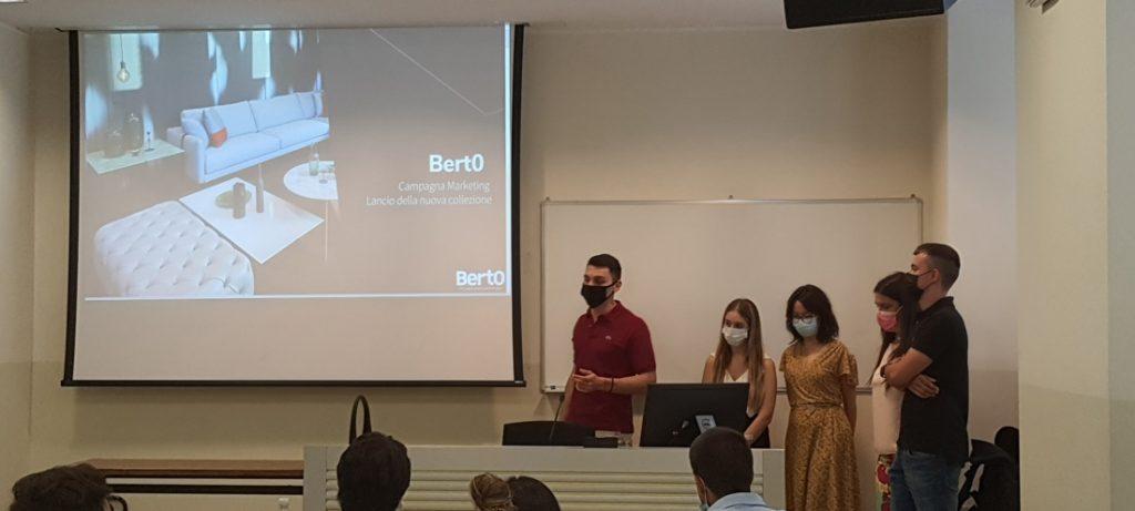 Hackathon BertO: der von Professor Covassi organisierte Workshop für seine Studierenden des Masters in Strategic Digital Marketing